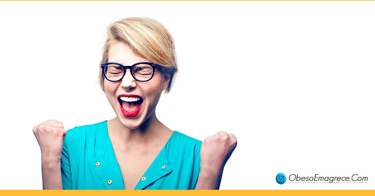 dia do lixo para iniciantes - pró#1: auxilia no controle da ansiedade - mulher feliz comemorando