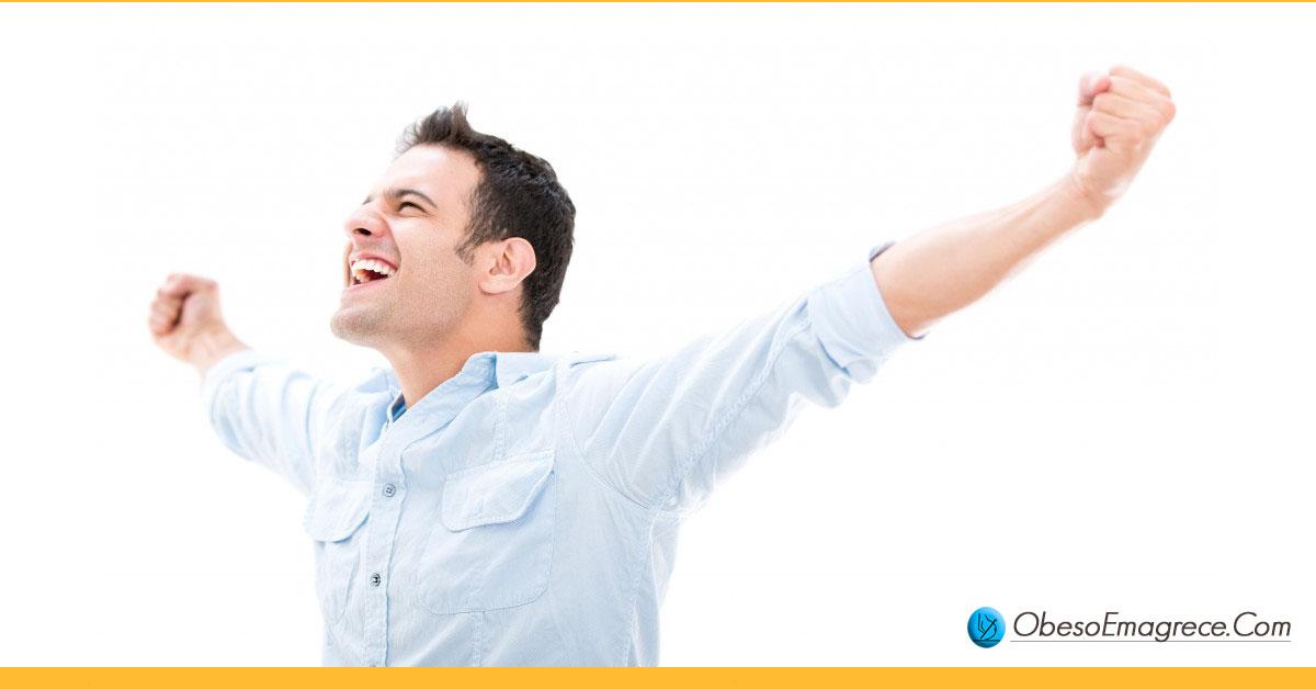 dia do lixo para iniciantes - pró#3: nunca mais diga nunca mais - homem feliz de braços abertos demonstrando sentimento de liberdade