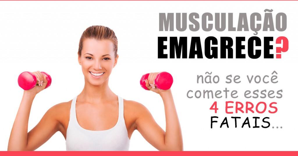 musculação emagrece - foto de uma mulher rindo e levantando pesos