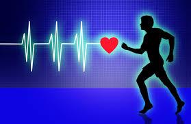 exercícios aeróbicos para emagrecer - silhueta de um homem corrento com um medidor de frequência cardíaca no fundo como background