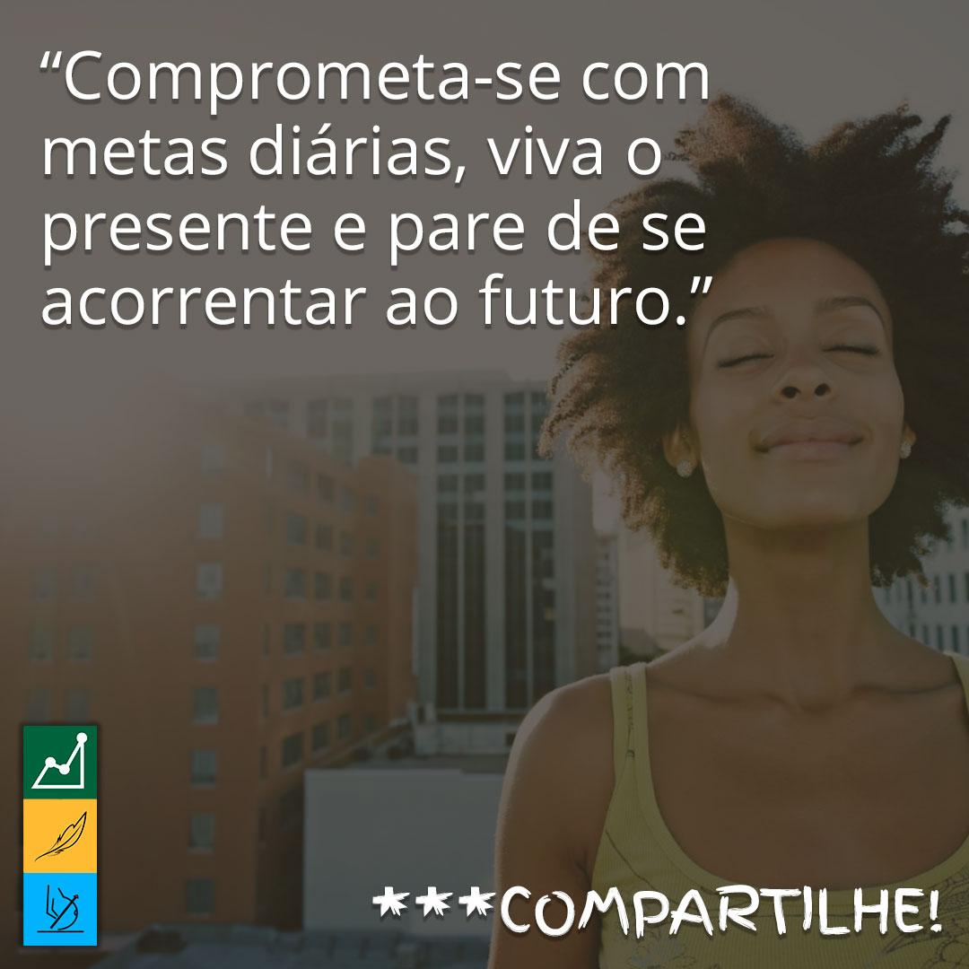 Frase de motivação para emagrecer em imagens | Comprometa-se com metas diárias, viva o presente e pare de se acorrentar ao futuro.